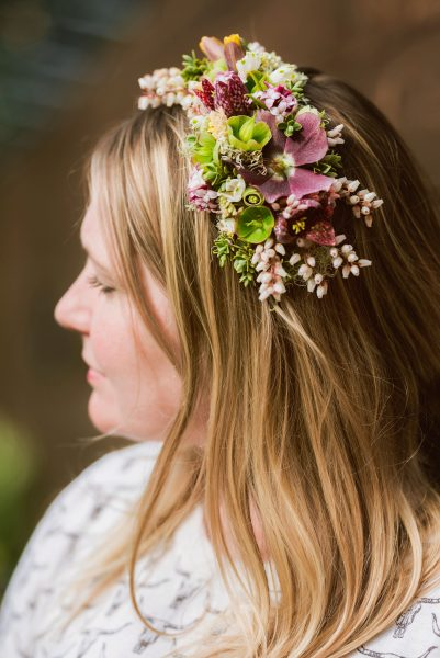 Fresh flower hairpiece made by BloomBuggy at the Whdibey Flower Workshop 2019